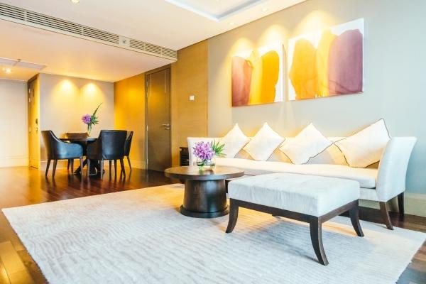 Cartuja Tapizados repara la tapicería de los muebles de tu hotel