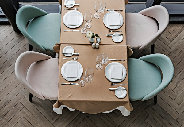 Elige los mejores asientos tapizados para tu bar o restaurante
