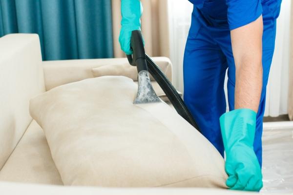 Desinfección de sofás y tapizados para evitar el coronavirus